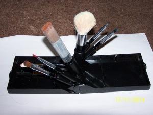 brush compact